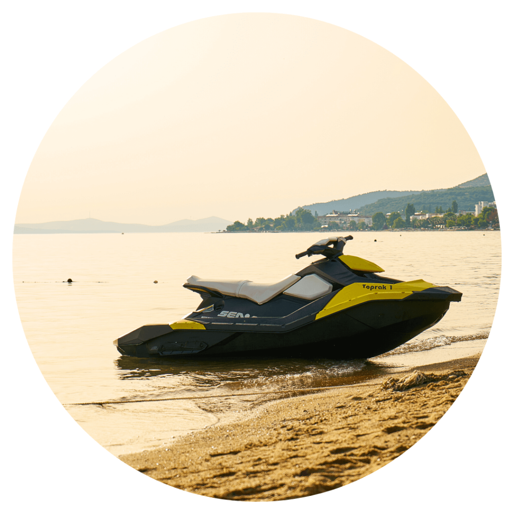 photo d'un jet ski sur une plage